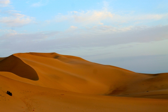 MingShanShan, Singing sand, sand dunes at sunrise